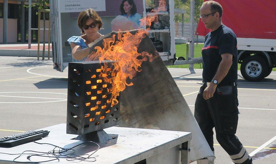 BrandschutzübungLP 05.09.18 03 900x535 - Brandschutzübung für Lehrpersonen der Schule Rickenbach