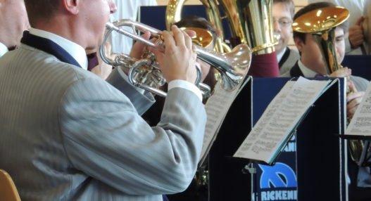 DSCN20921 527x286 - Jubilarenständli der Brass Band