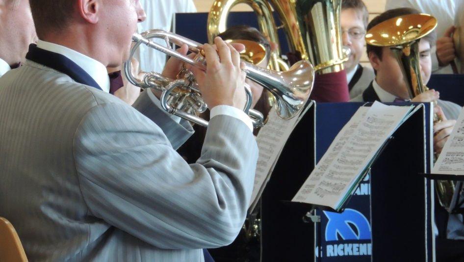 DSCN20921 946x535 - Jubilarenständli der Brass Band