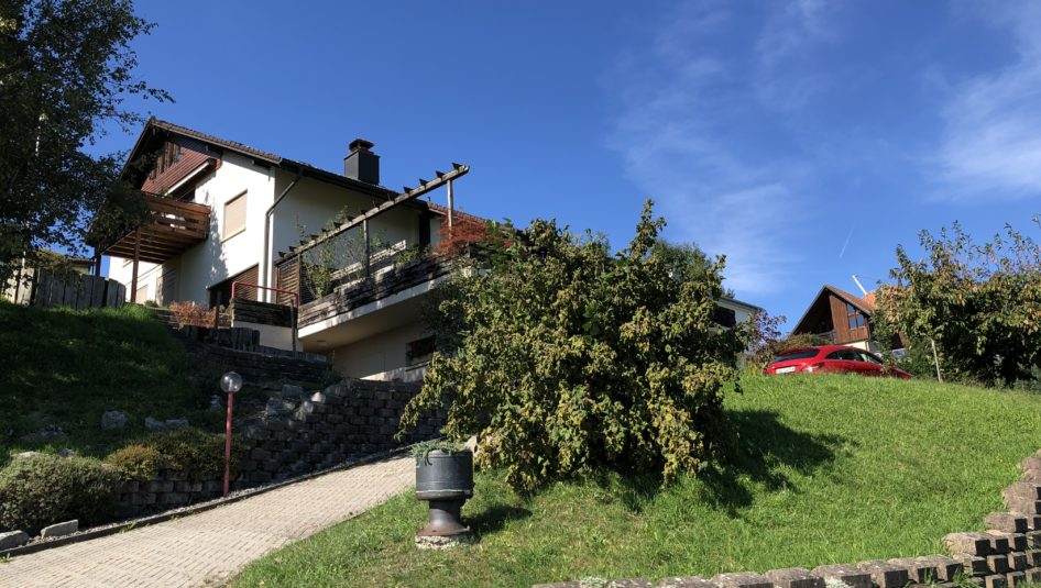 1 Aussen 1 946x535 - zu verkaufen an der Sonnmattstrasse 15 in Pfeffikon: 7.5-Zimmer EFH