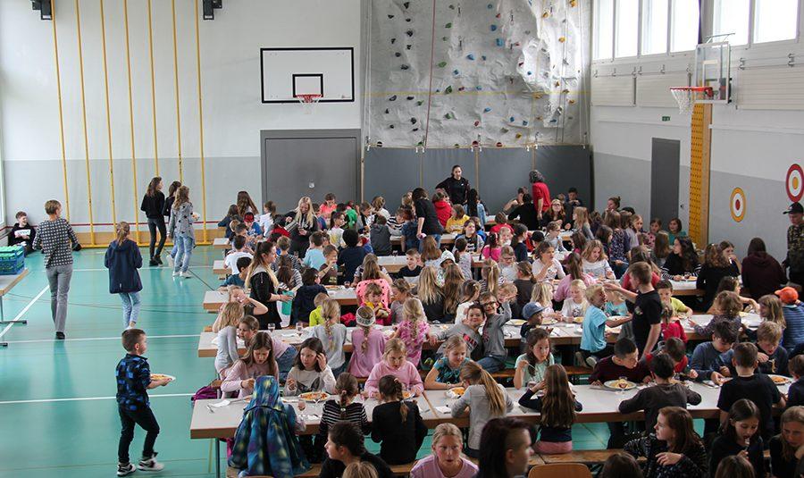 Spaghettiplausch16.05.2019 01 900x535 - Spaghettiplausch in der Schule Rickenbach 16.05.2019