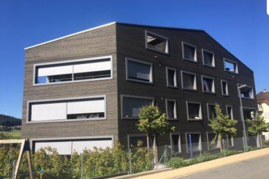 Lindenplatz von aussen 386x257 - 4.5 Zimmer Wohnung am Lindenplatz 3 zu vermieten