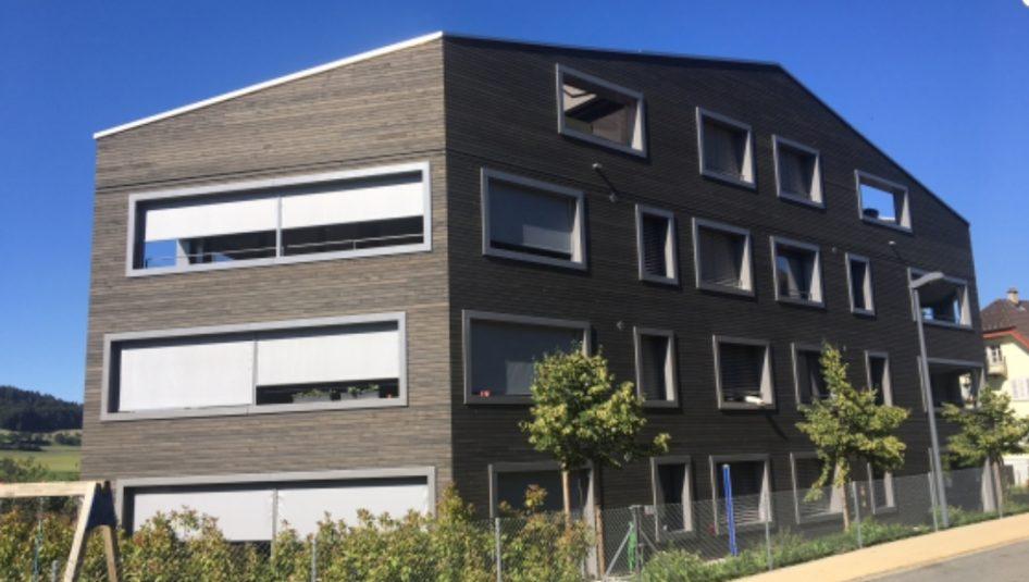 Lindenplatz von aussen 946x535 - 4.5 Zimmer Wohnung am Lindenplatz 3 zu vermieten
