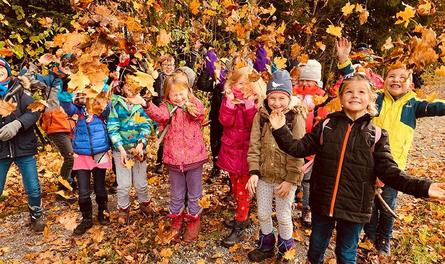Herbstspaziergang 14.11.2019 02 900x535 - Waldspaziergang 1./2.Klasse C
